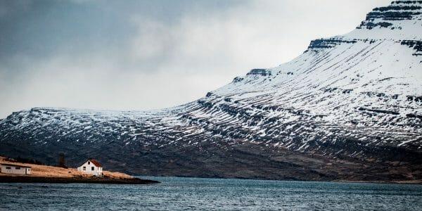 Backpacken zeecontainer ijsland